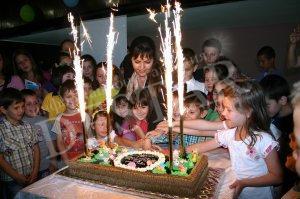 """Децата на Нова Загора с подаръци от ТЕЦ """"Марица изток 2"""" за 1 юни"""