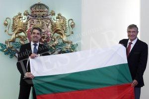 Проф. Пимпирев заби българския флаг на Южния полюс