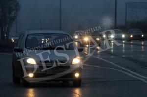 Пътищата в страната са мокри и заснежени