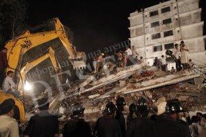 Сграда се срути в Индия и уби 27 души